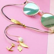 Inspirational Sets Summer proof: sunglasses cords and minimalist earrings