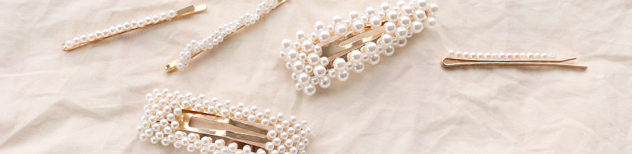 MUST-HAVE: these new, trendy hair clips with pearls!